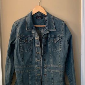 Washed denim jean jacket with fitted waist